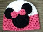 cappellino realizzato con lana colora