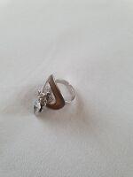 anello ocra ovale con pendagli